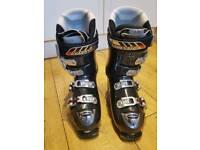 Atomic ski boots size 9/10 (28.5)vgc