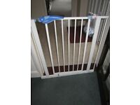 Lindam Stair Door safety Gate with fixings GC