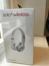apple beats solo 3 wireless headphones silver. UNEPENED SEALED BOX