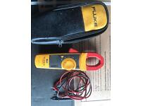 FLUKE 334 CLAMP METER MULTIMETER TOOL WITH CASE AND LEADS.