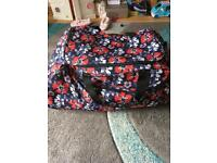 Suitcase/Holdall large with wheels