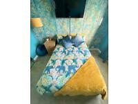 Beautiful reversible double duvet and pillow set!!