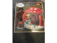 Baby pool £5