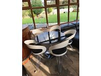 Contemporary Table & Chairs / Dining Set