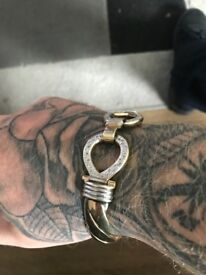 Men's gold Gucci bangle