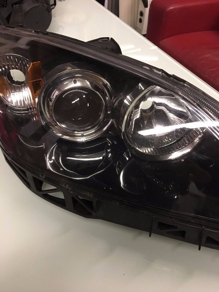 MAZDA 3 DRIVER AND PASSENGER SIDE XENON HEAD LIGHTS VERY CHEAP PRICE!!!