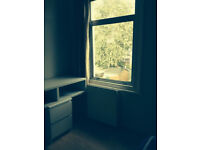 Comfortable Double Room available my house sharing with Indian- Upton Park