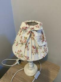 Pretty floral table lamp