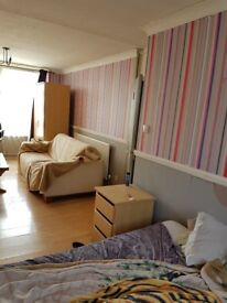 King size room in very clean flat in Barking £125pw incl for working professionals