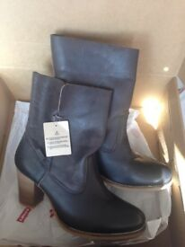 Ladies Levi boots size 6.5