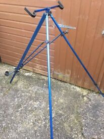 Shakespeare Salt beach fishing tripod, comes with canvas bag and is in great condition.