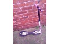 2 KIDS SCOOTERS £5 EACH