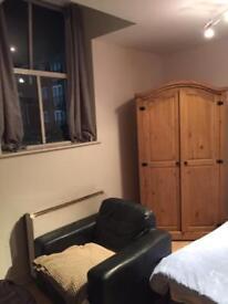 Delightful spacious studio flat derby city centre.