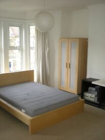 large double room, fully furnished, free Wifi - Professionals only