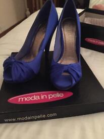 Beautiful Moda in Pelle shoes / high heels / stilettos / peep toes. Brand new in box. Size 5.