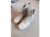 Hi-tech Magnum boots