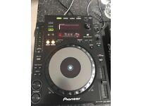 pioneer cdj 900's x2, 1x pioneer djm 850 1x pioneer cdj 400 1x citronic swivel deck stand