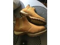 New men's work boots size 12