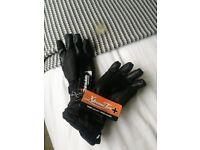 Selling these black, size medium skiing gloves. Labels still attached, brand new condition.