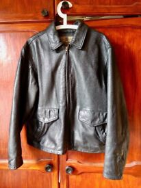 Black leather jacket in very good condition. Medium