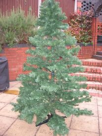 7 FOOT ARTIFICIAL CHRISTMAS TREE