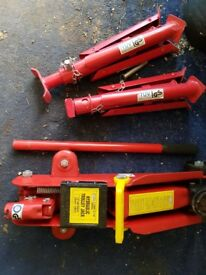 2 tonne hydraulic trolley jack and 2 axle stands
