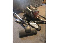 aeg UCANIMALT UltraCaptic Pet Bagless Multi Cyclonic Vacuum Cleaner, works great
