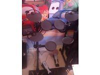 Yamaha dtx400k electronic drum kit - £200 -Whitstable