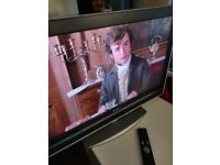 Sony KDL-32V2000, 32 inch LCD TV for sale with freeview in good condition.