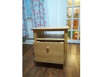 Wooden chest of drawers/bedside table
