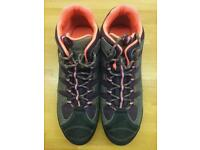 New Clarks hiking boots, size 8/42