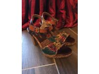 Ladies size 3 sandals (condition new)