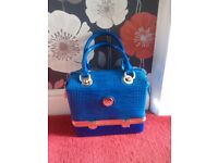 New never been used ladies royal blue and gold square style hangbag