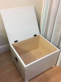 Shabby chic wooden chest