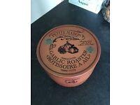 New in box, terracotta garlic roaster. Has tiny damage
