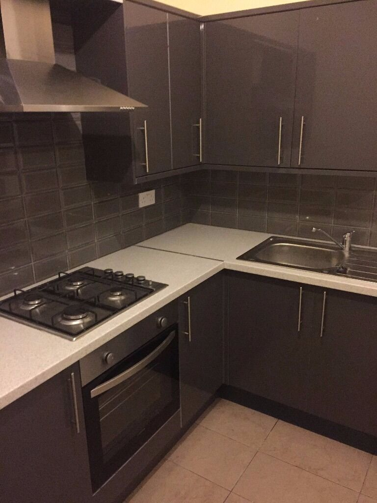 2 BED MODERN APARTMENT IN ILFORD. ON SUNNYSIDE RD. GROUND FLOOR. HAS LARGE GARDEN