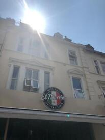 Studio flat in town centre