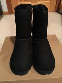 black ugg boots size 4.5