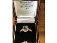 Gorgeous Ceylon Sapphire and Diamond ring on 18 ct yellow gold
