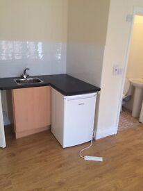 STUDIO FLAT 10 MINS CITY/DMU+ FOSSE PARK £ 425 AL BILLS INCLUDED +WIFI