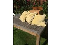 Cushions 4 Vintage Gold cushions with removeable washable covers. Collection only NG6