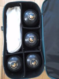 Bowls and Henselite bowls bag. Great condition