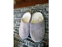 Brand new size 5-6 slipper