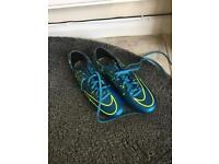 Nike football boots & shin pads