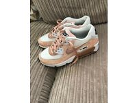 Woman's nike air max 90. Size 5