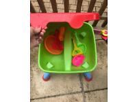 Sand water table with lid
