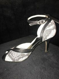 Designer Viki Beth Ladies Court with ankle strap