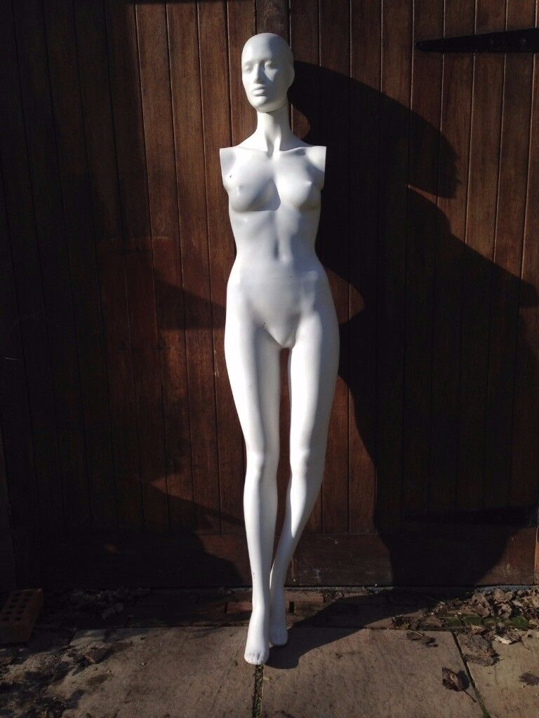 FEMALE - SHOP DISPLAY MANNEQUIN (Colour: Matt white / Height: 180cm / Size: Approx size 8-10).