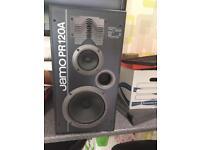 2 large Jamo speakers 🔊 built in subwoofers
