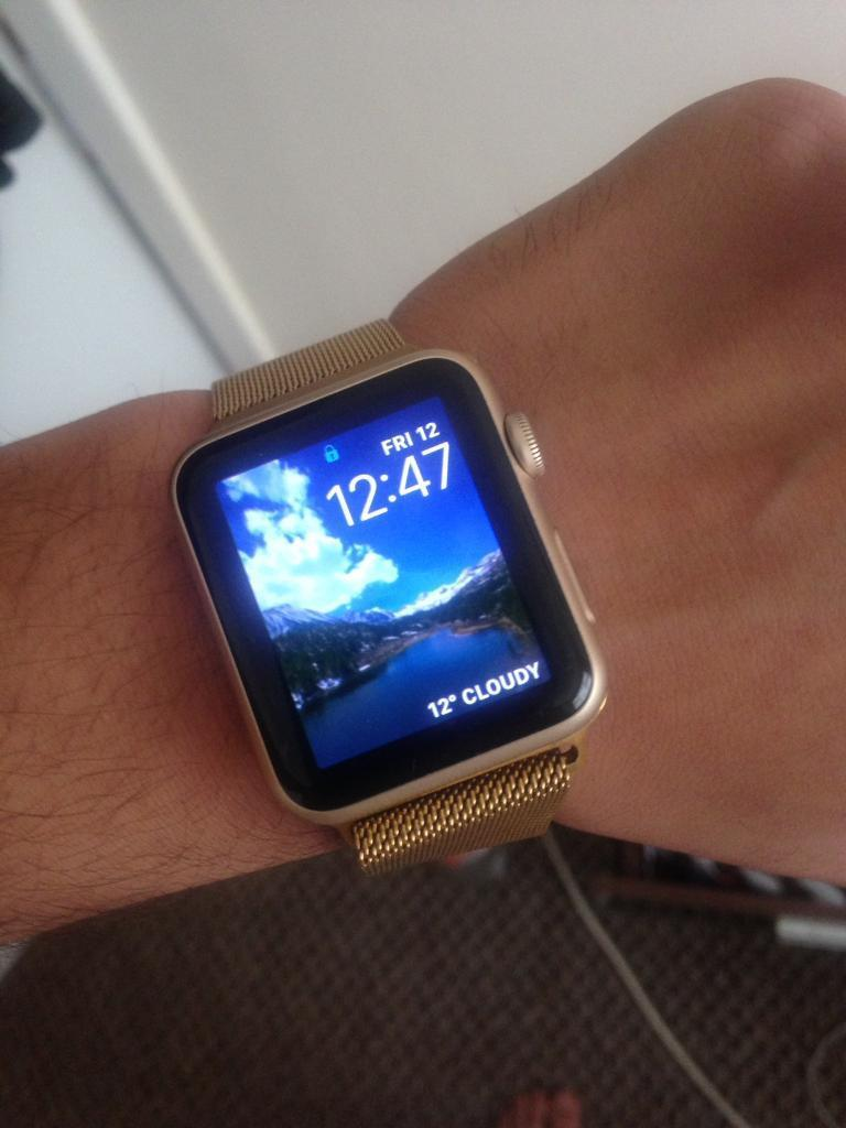 Apple Watch Gold 42mmin Aspley, NottinghamshireGumtree - Apple Watch its like brand new only used for 2 months got extra straps fully working really nice looking Watch quick sale if your interested message or call me 07490760046
